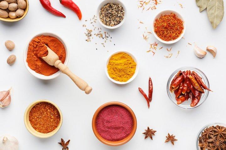Jak skladovat koření a bylinky pro vaši kuchyň?
