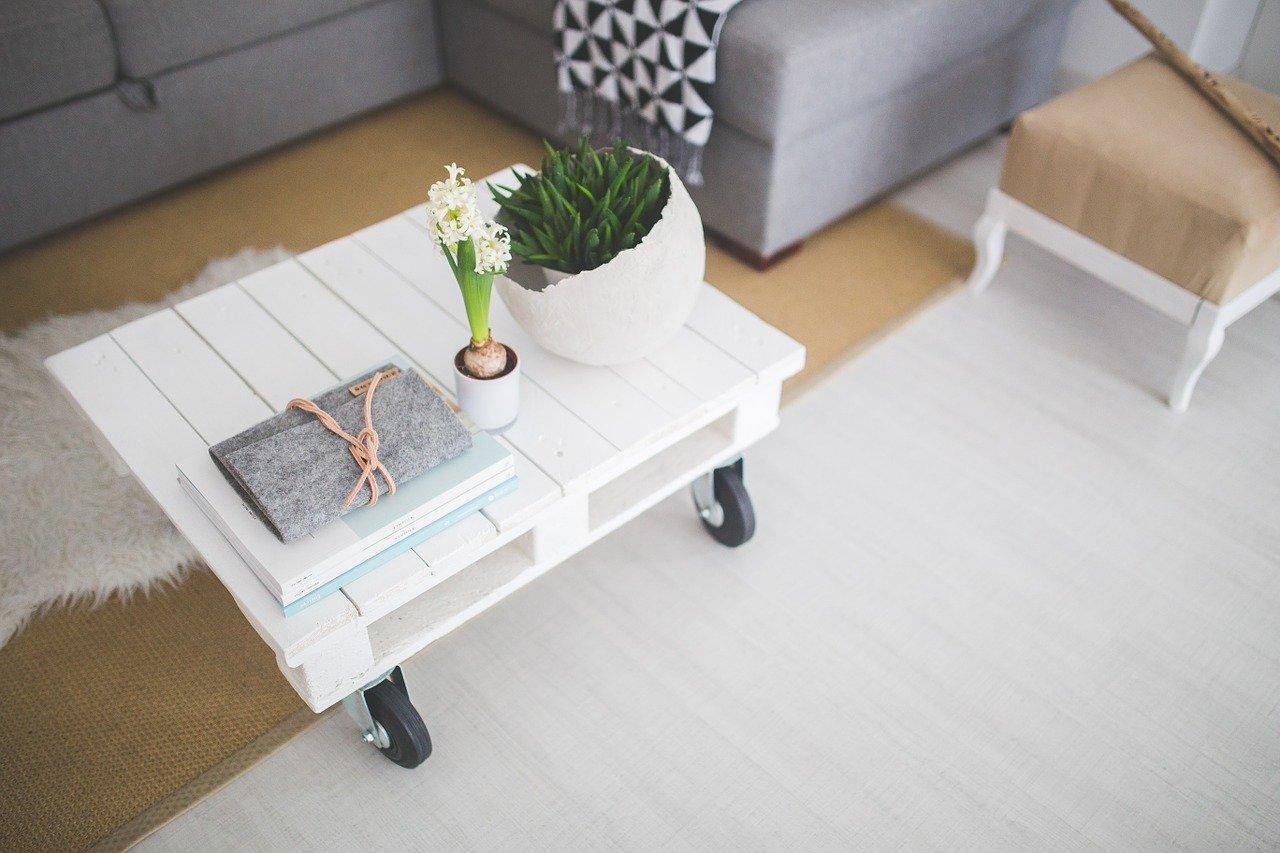 Bílý stolek