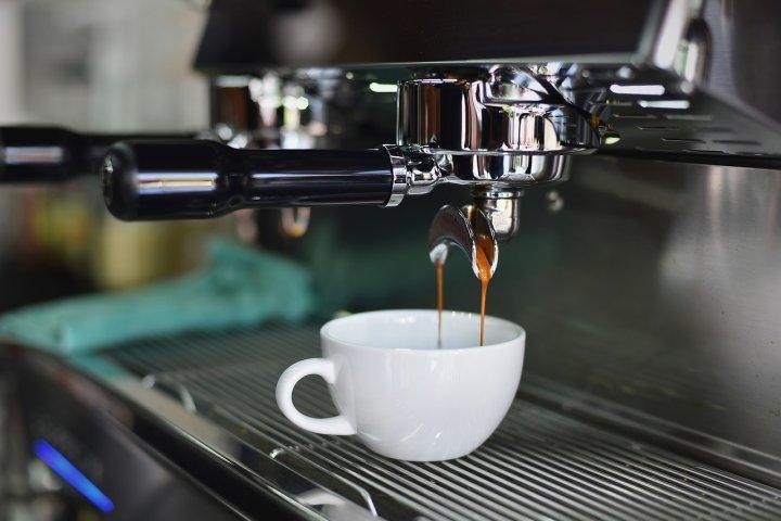 Kávovar do vaší kuchyně zvládnete vybrat i bez cizí pomoci, stačí si jen ujasnit pár základních věcí