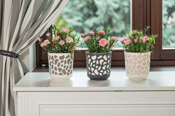 Květinami ve stylových květináčích urychlíte čekání na jaro