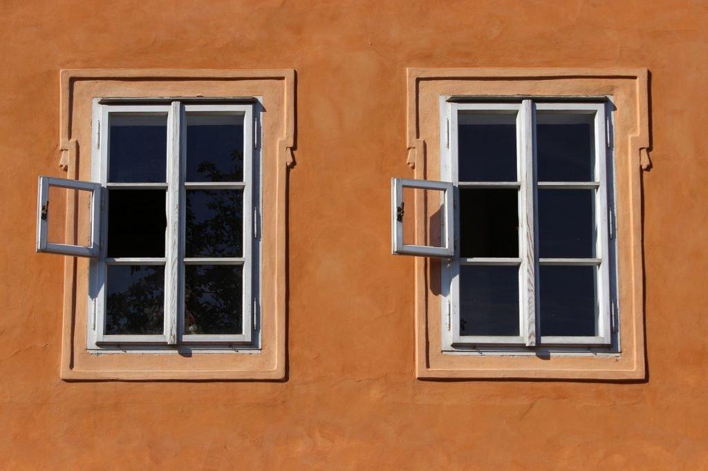 Okna chtějí natřít?