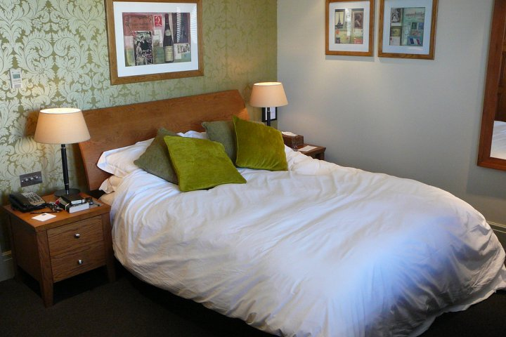 Vybíráte postel? Zvolte raději kvalitní z masivu