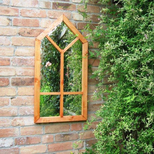 Zrcadlo s dřevěným rámem