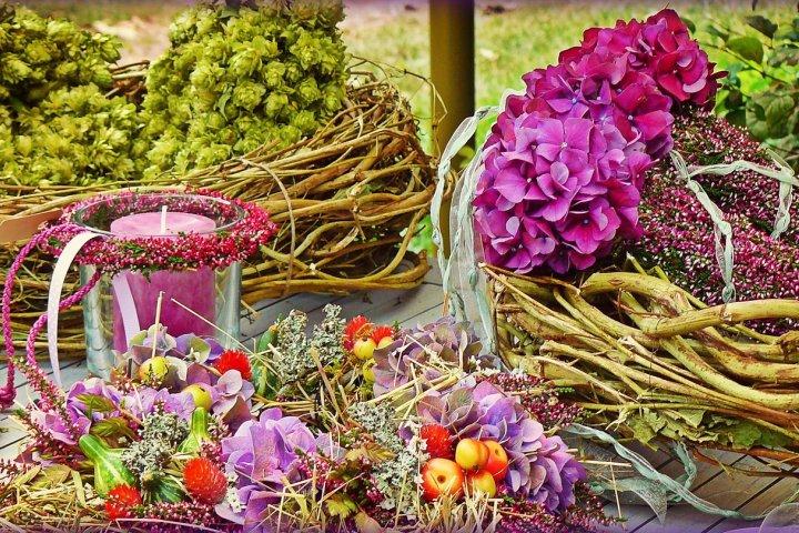 Podzimní dekorace si můžete vyrobit sami. Že nevíte z čeho, ani jak?