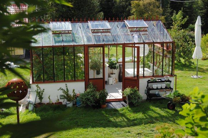 Pořiďte si skleník a můžete zahradničit 12 měsíců v roce!