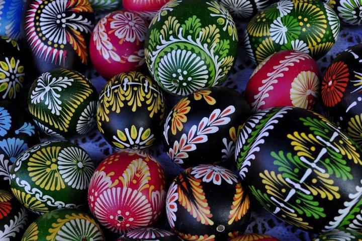 Velikonoční vejce lze ozdobit na mnoho způsobů, to jistě víte. Tušíte ale, jak tradice krášlení vajíček vznikla?