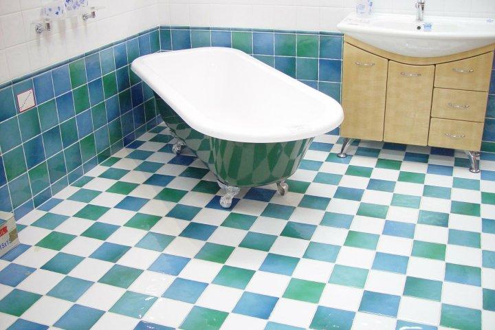 Chcete položit dlažbu v koupelně jako zkušený profík? Poradíme vám!