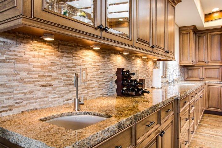 Žulová deska se skvěle uplatní na kuchyňské lince. Výborně vám však poslouží i u krbu, na pracovním stole či pod umyvadlem!